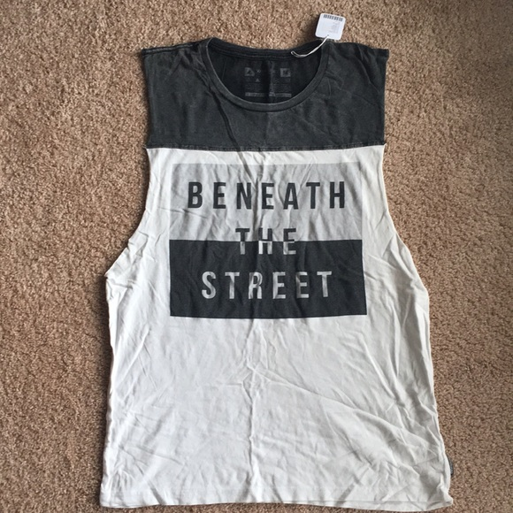 b0faefc22d3c1 Urban Outfitters Men s Tank top